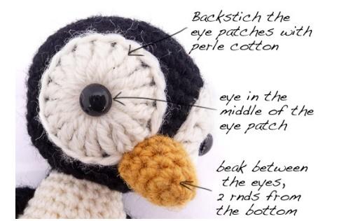 תופרים את העיניים עם חוט רקמה או חוט הסריגה