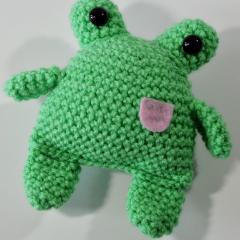 בובת צפרדע קלילה במסרגה אחת